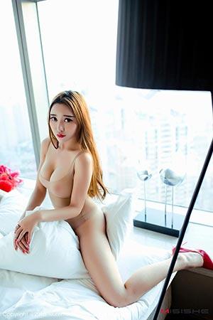 E罩杯巨乳美女李梓熙最新写真_6